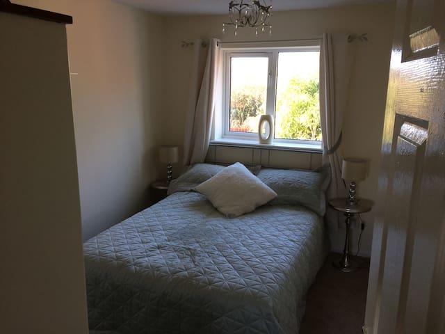 Double bedroom with own bathroom - Bridgend
