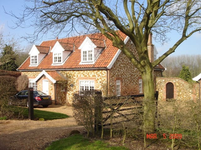 Double Bedded room in cottage home - Castle Rising - Hus