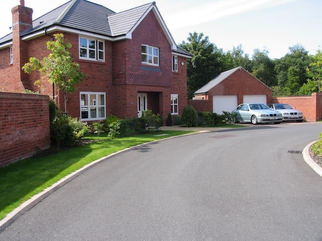 5* Modern home 15min from Liverpool - Birkenhead - Hus