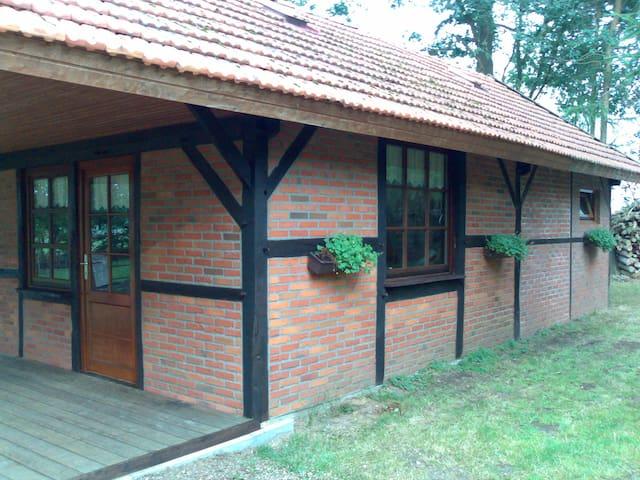Vakantiehuis am Wäldchen - Uelsen - Hus