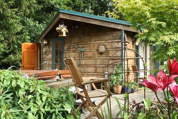 Hobbit House on Chuckanut Bay - Bellingham - Hytte
