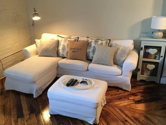 Charming wee downtown apartment-- LU Commencement! - Lynchburg - Lägenhet
