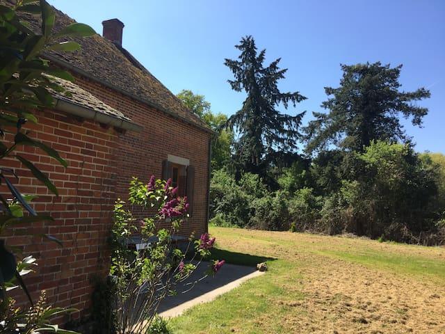 Maison solognote boxes chevaux - Isdes - Hus