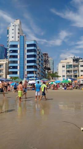 Prédio em frente ao mar :] - Itapema - Appartement