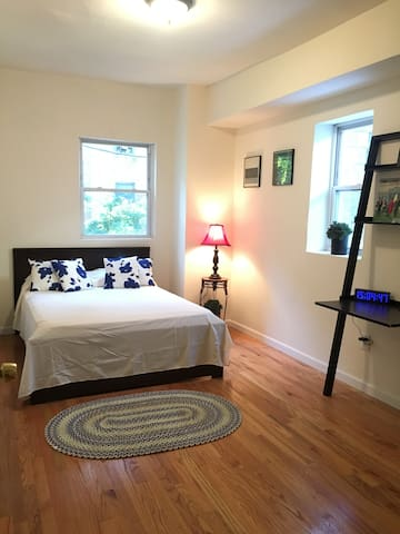 Cozy RM in Private Home with Backyard/Near Metro - Bronx
