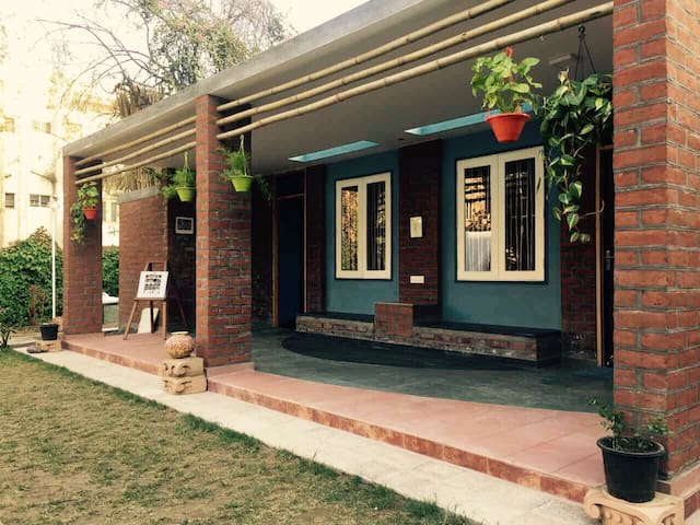 Chandralok - A garden house in the city centre! - Ahmedabad - Hus