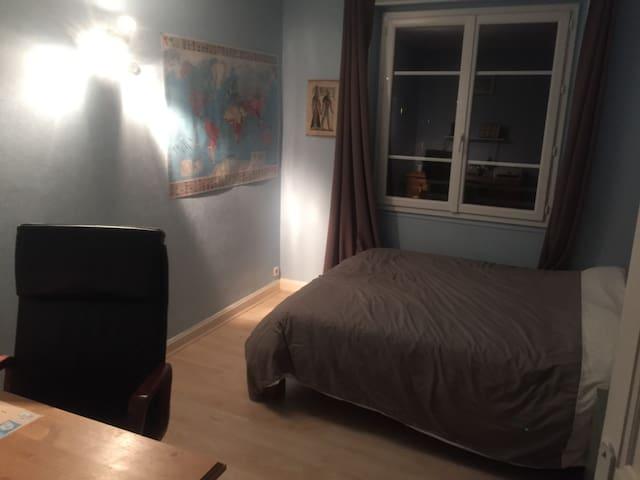 Chambre au calme, lieu chaleureux. - Chamalières - Bed & Breakfast