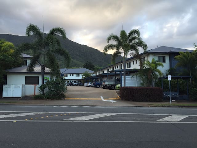 Tropical Cairns home - Redlynch - Townhouse