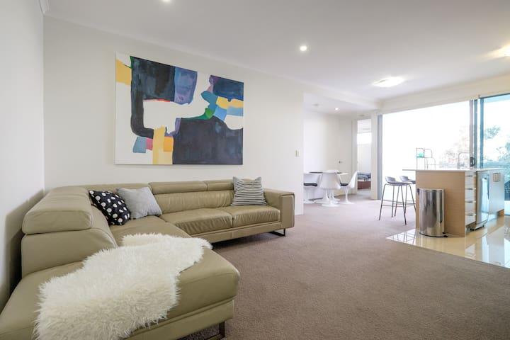 New entire apt 2 bdrms w/ a VIEW + secure carpark - Kelvin Grove - Appartement