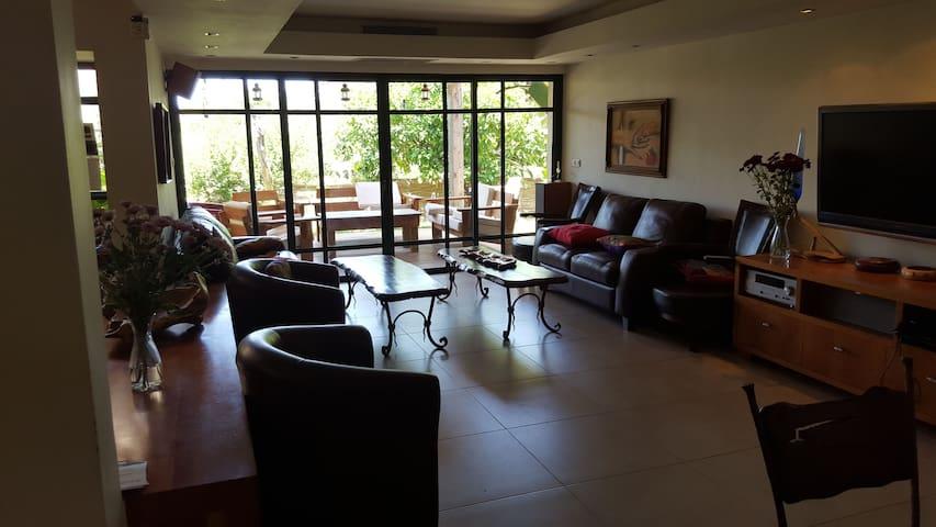 Fully equipped privet vila (6 rooms) - Bet Shemesh