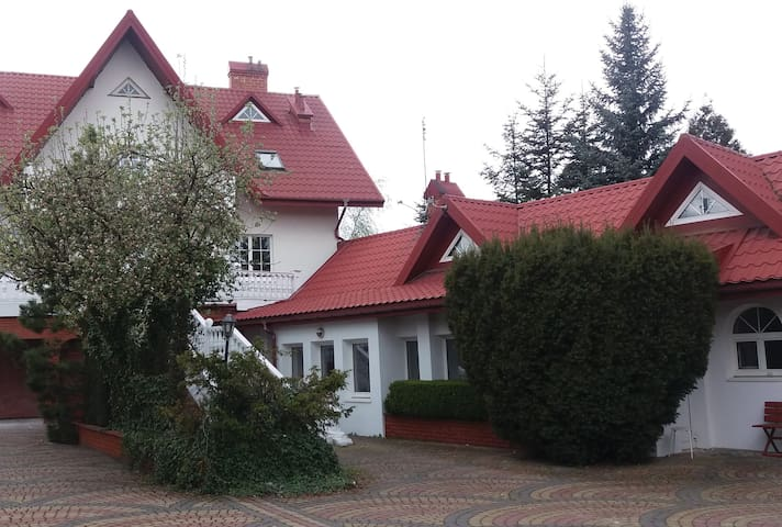Whole 80m2 house for 2-6 people nearby Warsaw - Natolin - Bungalow