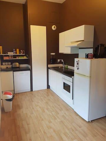 t1 45m2 chambre en mezzanine proche de la gare - Tourcoing - Apartament