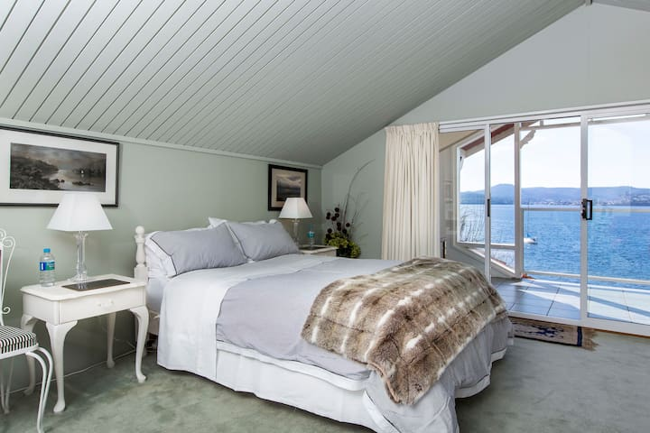 Spectacular suite overlooking water - Sandy Bay - Andre