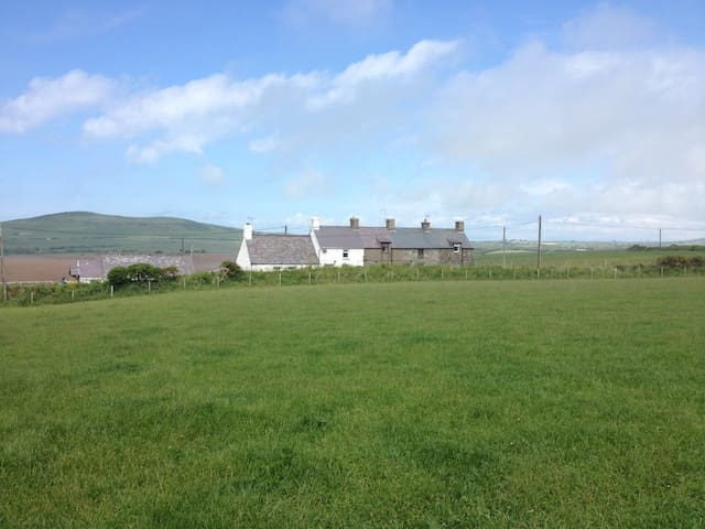 Old-Smithy 'Tyrefail' Couples/Families,walk/cycle? - Rhiw - Dům