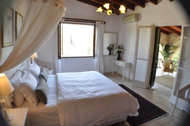 Village villa B&B Larnaca gracious and spacious - ลาร์นากา
