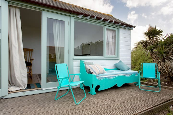beach chalet next to the sea - Phillack