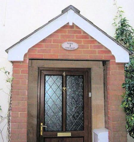 Hope Cottage, Wiltshire, 1-6 People - Bromham - Hus
