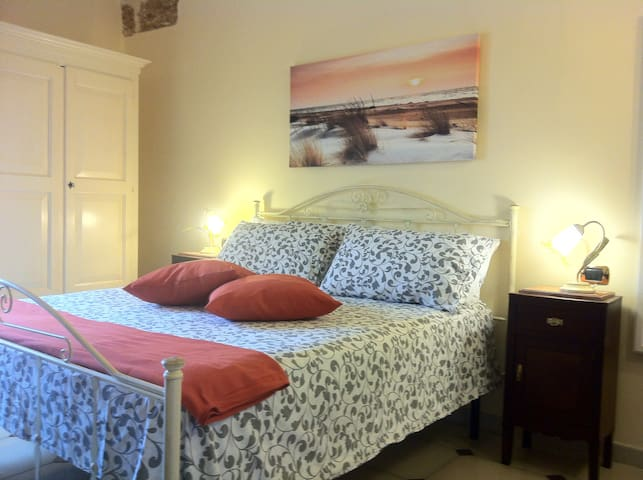 Una suite in un antico palazzo del XVIII - Mesagne - Bed & Breakfast