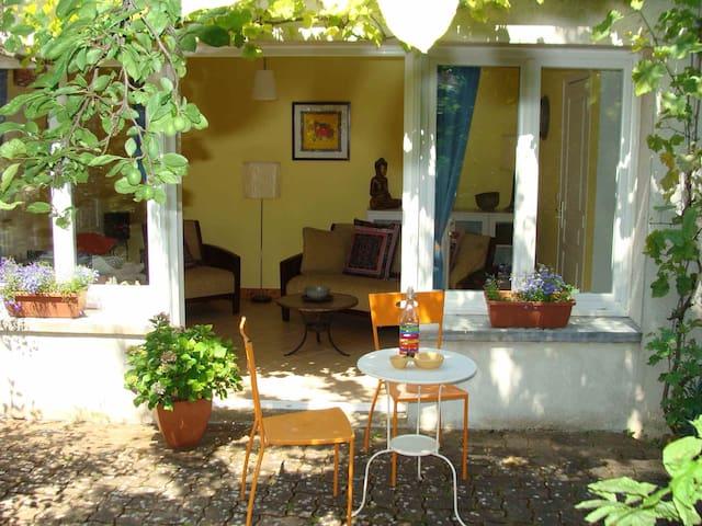 Delightful garden apartment, Cognac - Cognac - Lägenhet