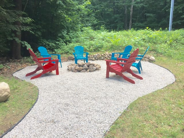 Steps from a Beach... A/C, firepit and kayaks! - Madison - Casa