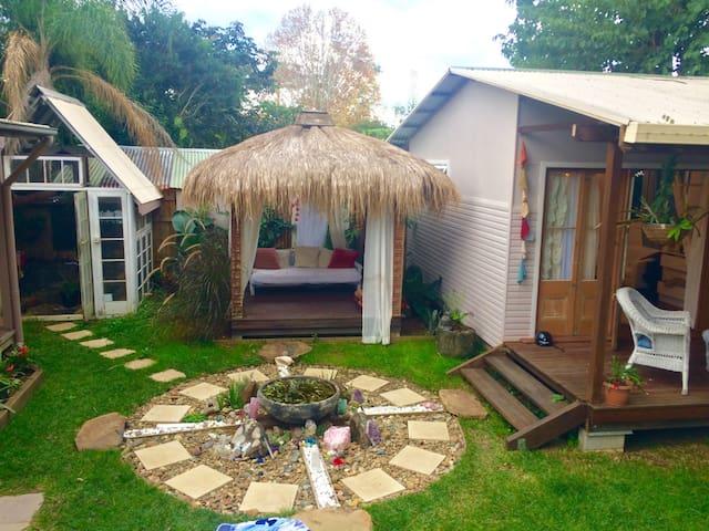 Luxury peaceful cabin town centre - Mullumbimby - Cabaña