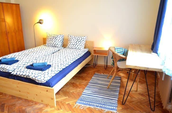 Lovely room in the city centre with balcony - Sofia - Leilighet