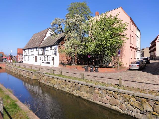 Ferienwohnung am Alten Hafen eins - Wismar - Hus