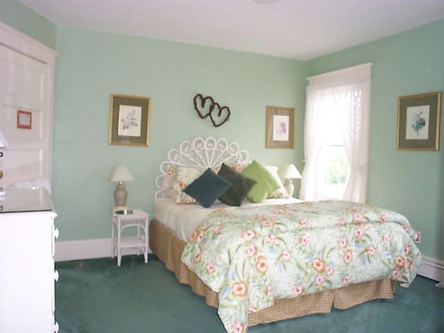 Bentley Inn B&B  Room 1 - Bay Head - Bed & Breakfast