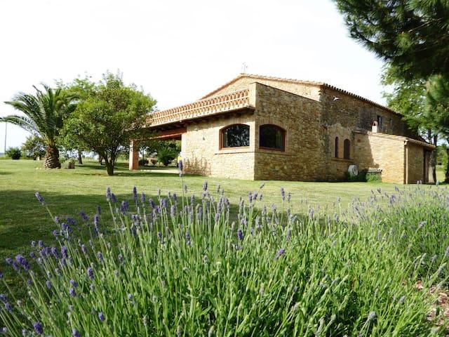 Farmhouse nearby Costa Brava & Barcelona - peratallada