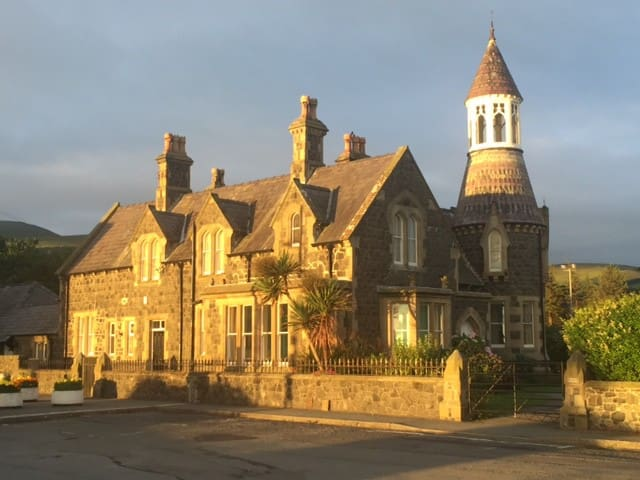The Towers, a victorian harbourmaster's villa. - Llanfairfechan - Fyrtorn