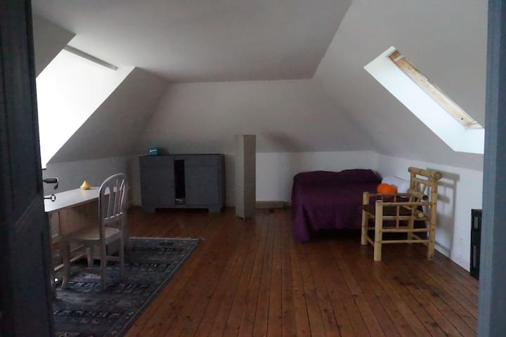 Grande Chambre, dans grande maison ancienne. - Trélazé - Hus