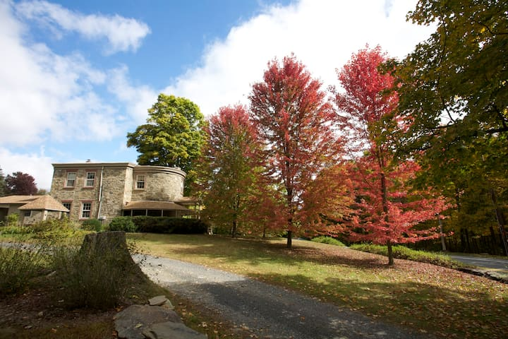 1828 Home, pool, full bed-Also Photo Wkshp avail - Newburgh - Hus