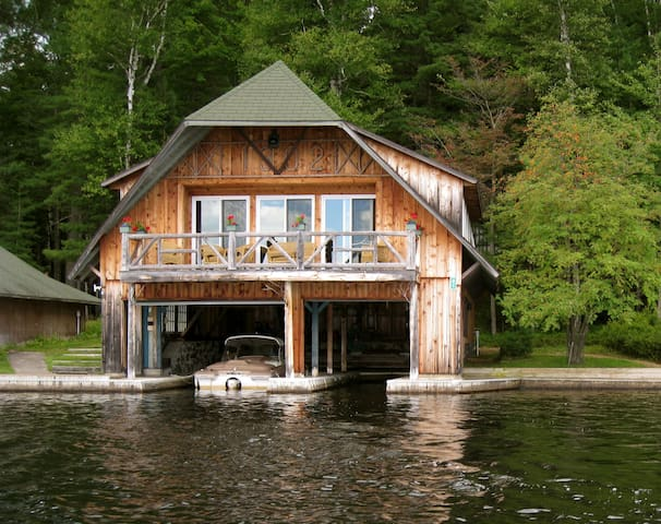 Happenstance Boathouse and Cabin - Lake Clear - Stuga