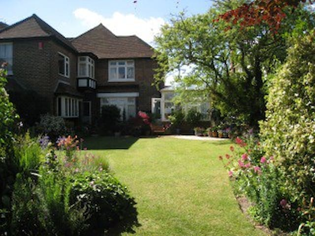 Partly self-contained flat, quiet + fabulous views - Eastbourne - Casa
