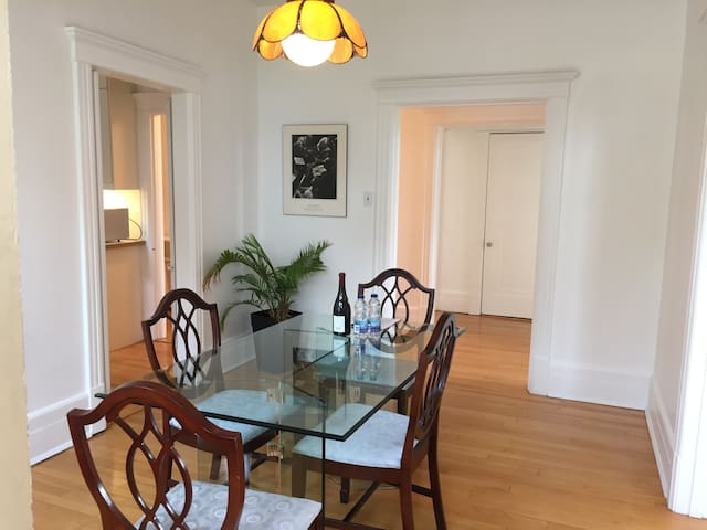 Bright & spacious 2 bedrooms in charming Outremont - Montreal - Apartament