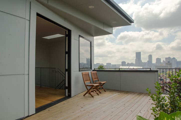 Third floor room with access to deck and city view - Pittsburgh - Casa