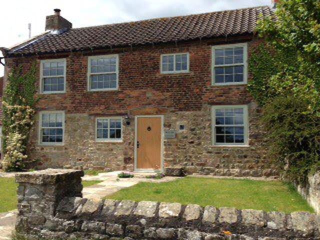 Mullion Cottage, Hackforth, N Yorks - Hackforth