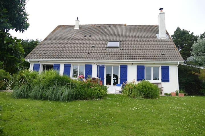 Maison Cauvillaise avec jardin  vue sur mer - Cauville-sur-Mer - Casa