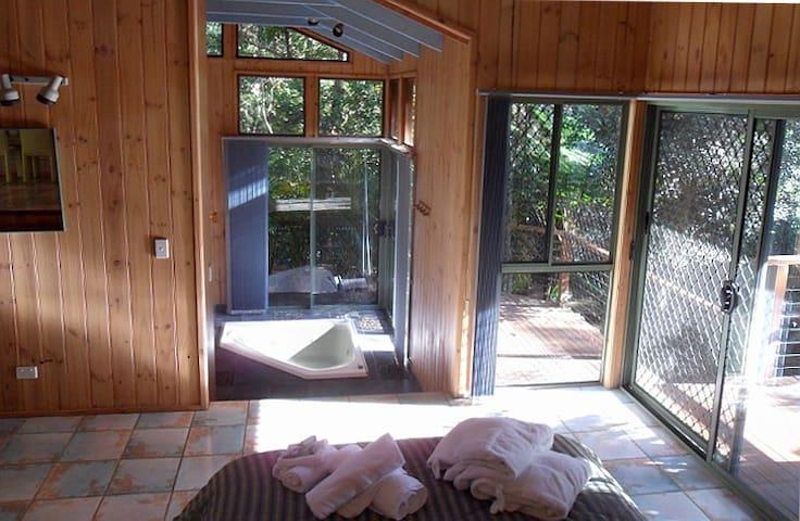 Dreamtime Cabin Treetops Montville - Flaxton - Hytte