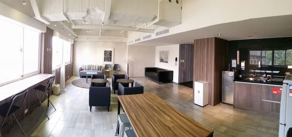 歡樂的宿舍空間(不含早餐)台中車站3分鐘,近宮原眼科、一中商圈 - Central District