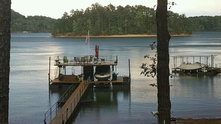 Pier 39 on Lake Lanier - Entire Terrace Level - Gainesville