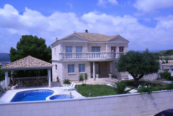 Villa Capricho - Bellvei - Dom