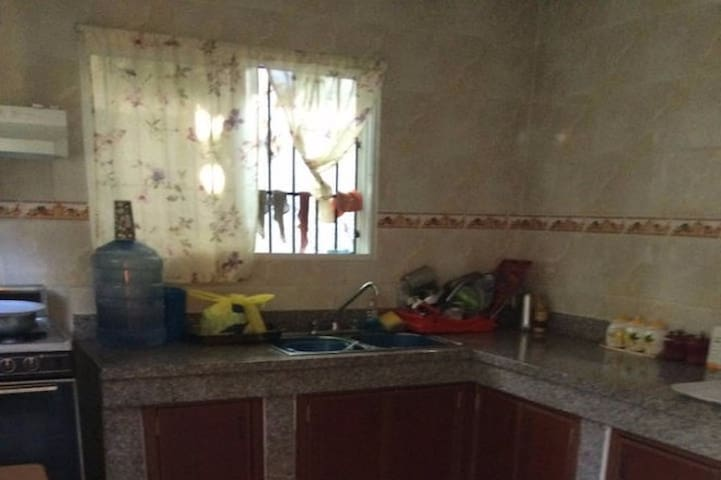 Conveniently located and spacious home - San Cristóbal - Ev