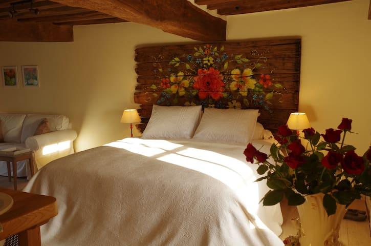 B&B 'la rose rouge' met privé massagebad! - La Comelle - Oda + Kahvaltı