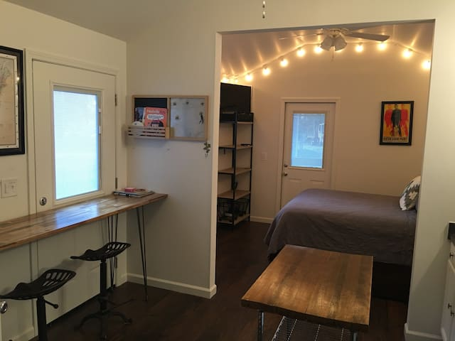 Cute Studio-House just outside of Downtown! - Nashville