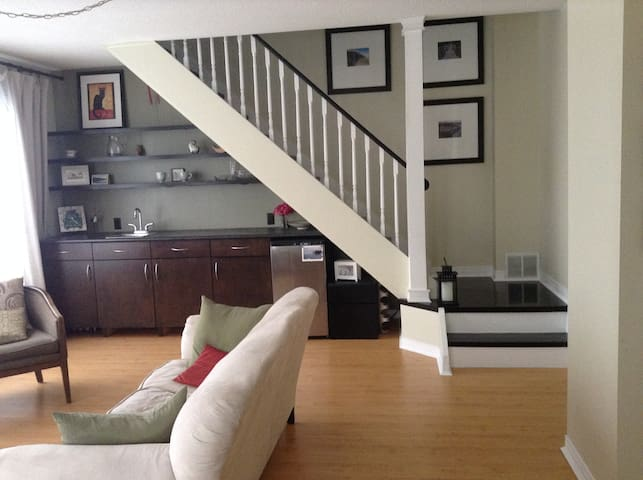 Quiet apartment close to downtown - Oshawa - Rumah
