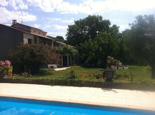 Ap 130m2, pool, huge garden - Vers-Pont-du-Gard - Lägenhet