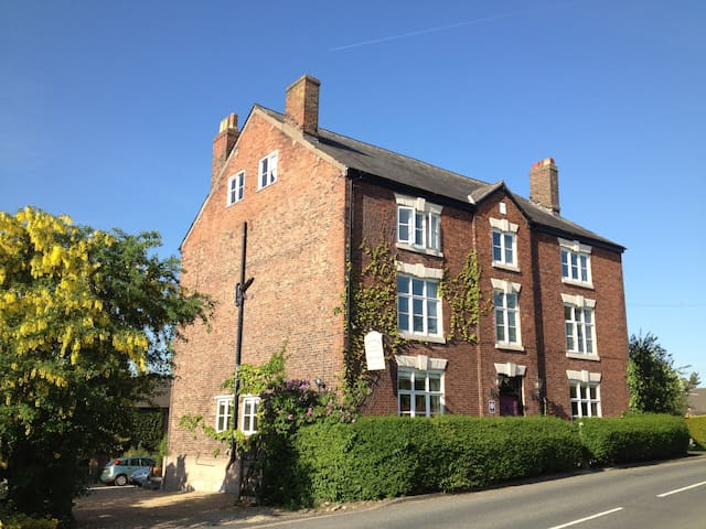 B&B near Knutsford - Single Room/Private Bathroom - Pickmere - Bed & Breakfast