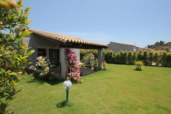 VILLA MARIS - Cala Sinzias - Villa