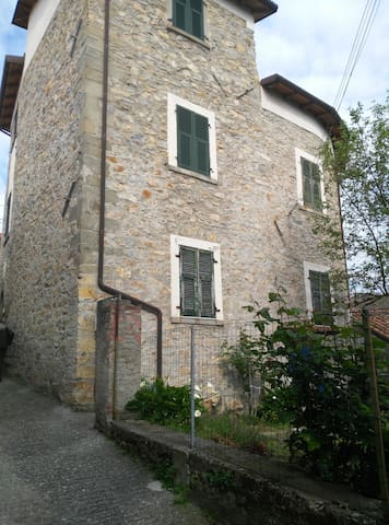 Lunigiana detached house with garden in country - Caugliano - Hus